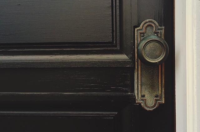 Montaż drzwi – o czym trzeba pamiętać?