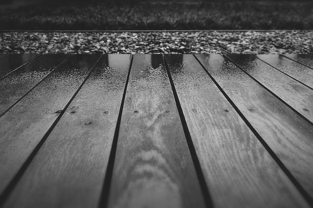 O czym warto pamiętać budując taras drewniany?