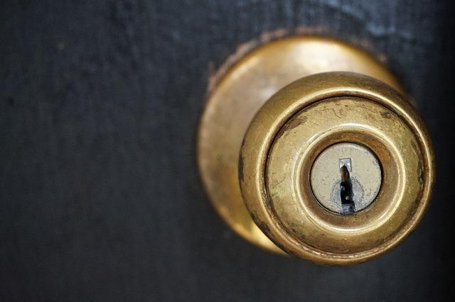 otwieranie drzwi