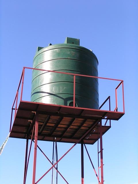 plastikowe zbiorniki na wodę
