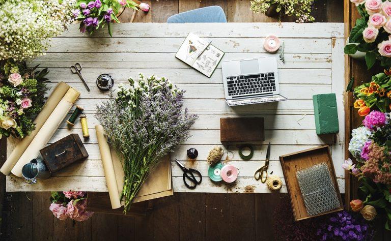 Charakter i funkcjonalność drewnianych stołów kuchennych