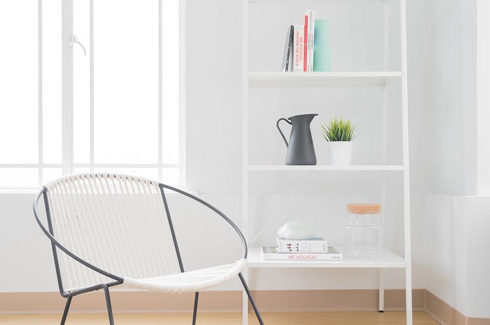 proste małe krzesła