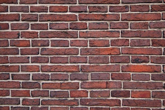 Efektowne imitacje cegieł na ścianę