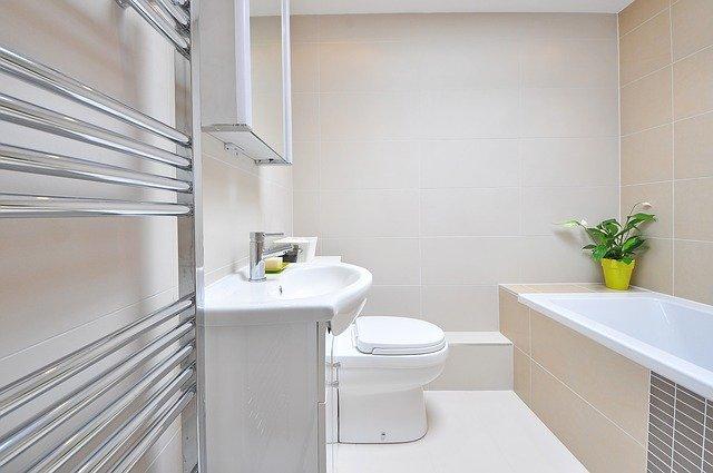 Jakie zestawy łazienkowe retro należą do najmodniejszych?